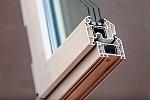 Pose de châssis PVC : les avantages d'un matériau performant
